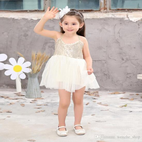 TIPS TO CHOOSE CLOTHING FOR CHILDREN