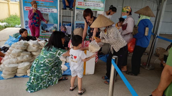 Babeeni continues dispense free rice to disadvantaged local people in Hai Duong